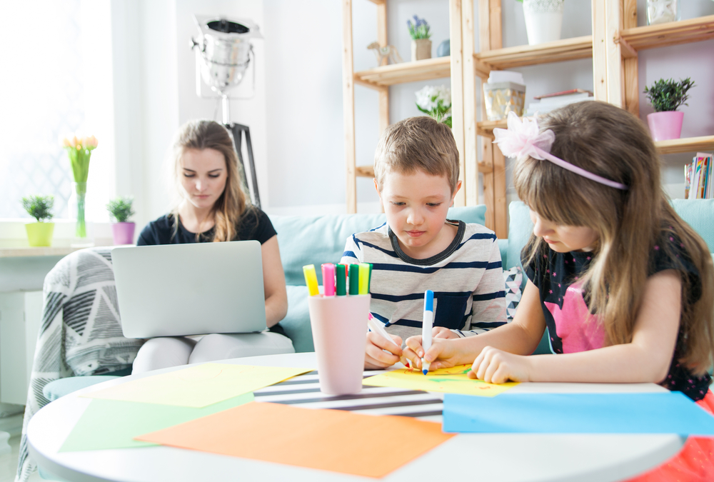 kids are drawing at home